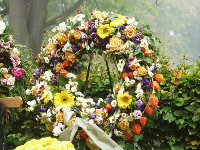 בין שמחה לעצבות – פרחים לכל אירוע